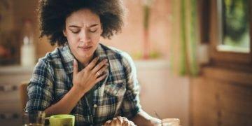 woman feeling Nausea during breakfast