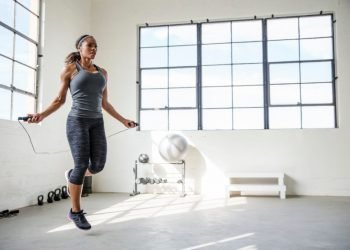 Weight loss exercises: Female athlete jumping rope